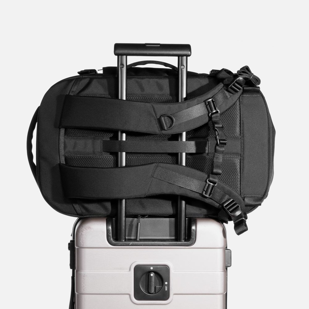 21007_tp2_black_luggage.JPG