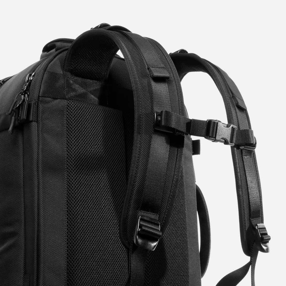 0164fe870310 Padded back panel and shoulder straps keep you comfortable throughout the  day.