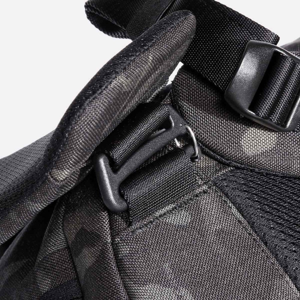 24012_hip_blackcamo_attachment.jpg