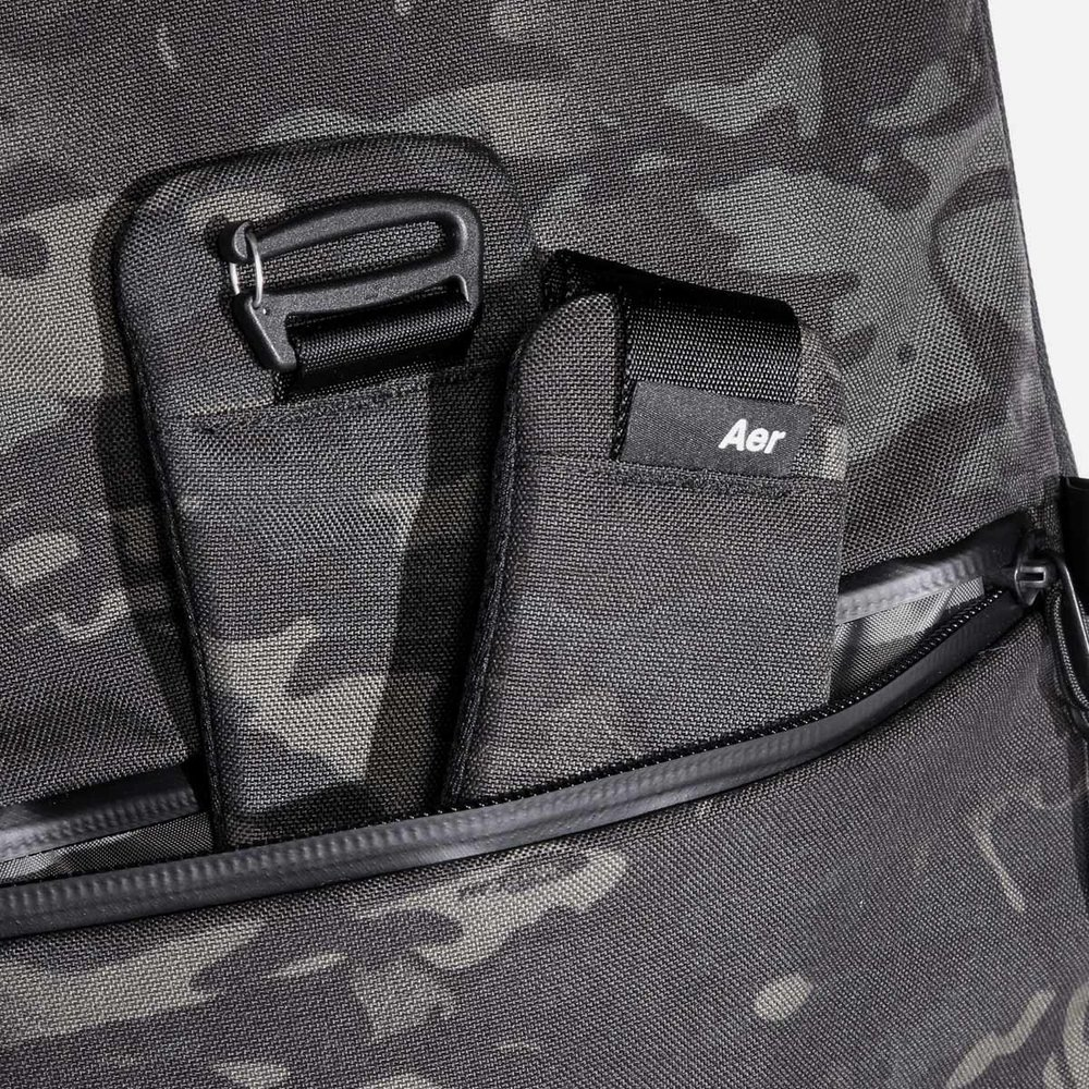 24012_hip_blackcamo_frontpocket.jpg