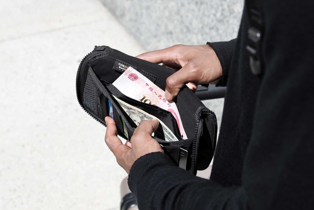 41002_travelzipwallet_black_bills.JPG