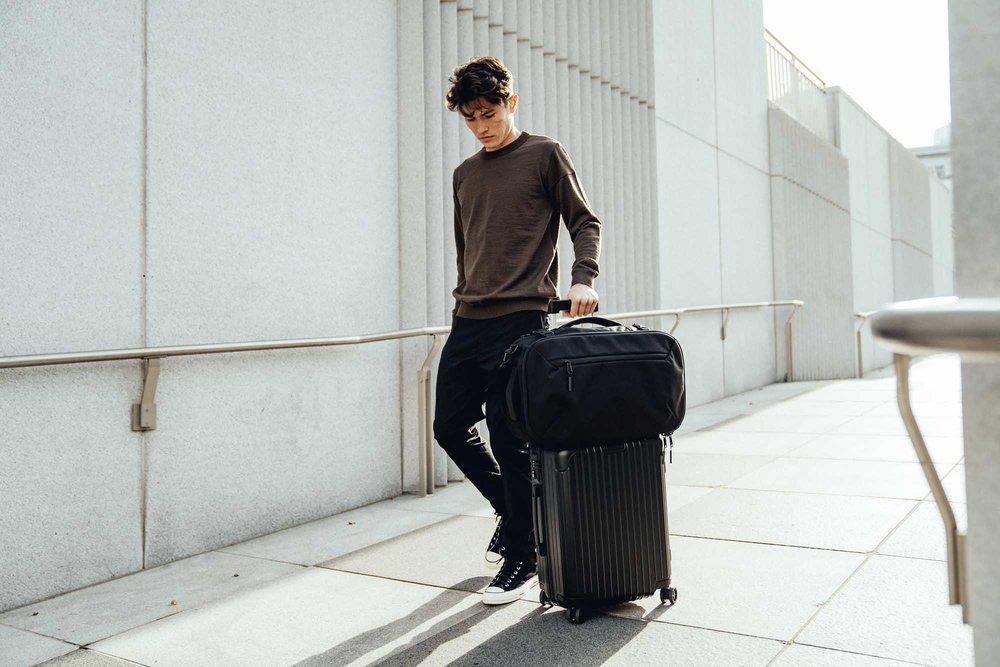 21014_travelduffel_lifestyle3.jpg