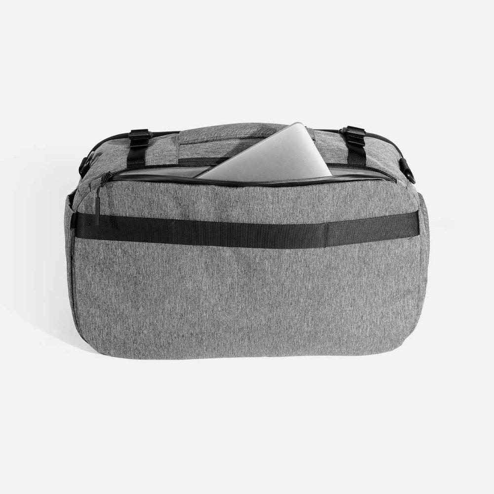 22014_travelduffel_gray_laptop.jpg