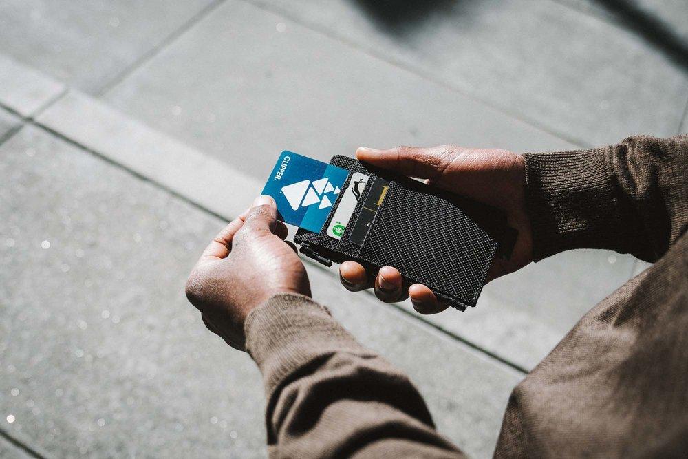 41004_cardholder_black_cards.jpg