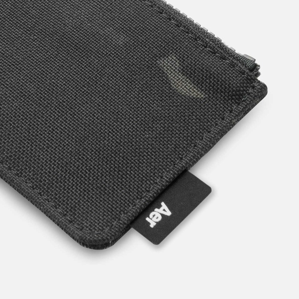 44004_cardholder_blackcamo_label.jpg