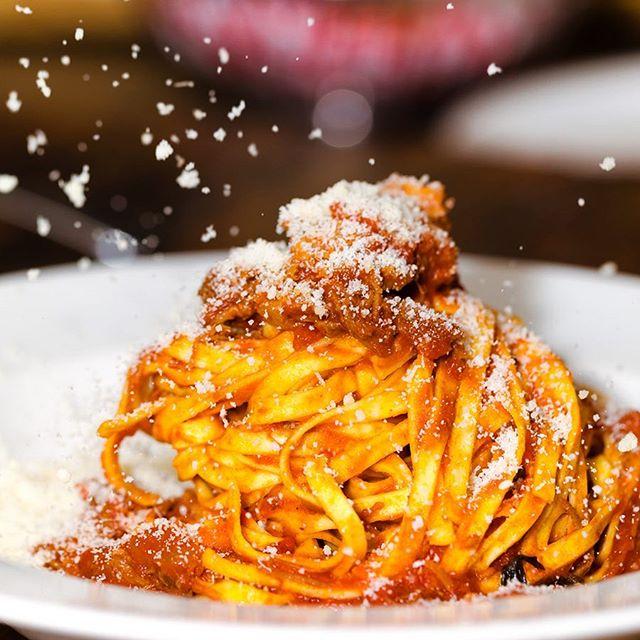 Buon Natale 🎄🎉 Wir wünschen frohe Weihnachten 🎁  #vivamaria #happyholiday #weihnachtszeit #familienzeit #italienischesessen #italianfood #glockenbachviertel #glockenbach #münchen #munich