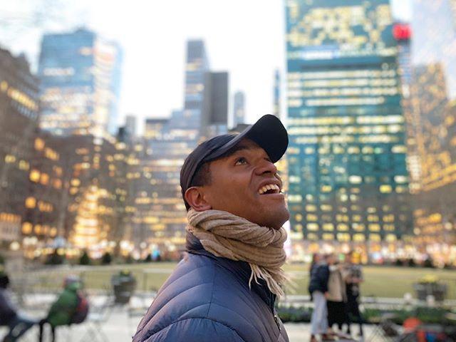 Head up, never stop dreaming. 📸 @rebeccacmatthews  #lightenup #nyc. . . #bryantpark #manhattan #newyork #newyorkcity #mylife #instagood #believeinyourself #grit #keepdreaming