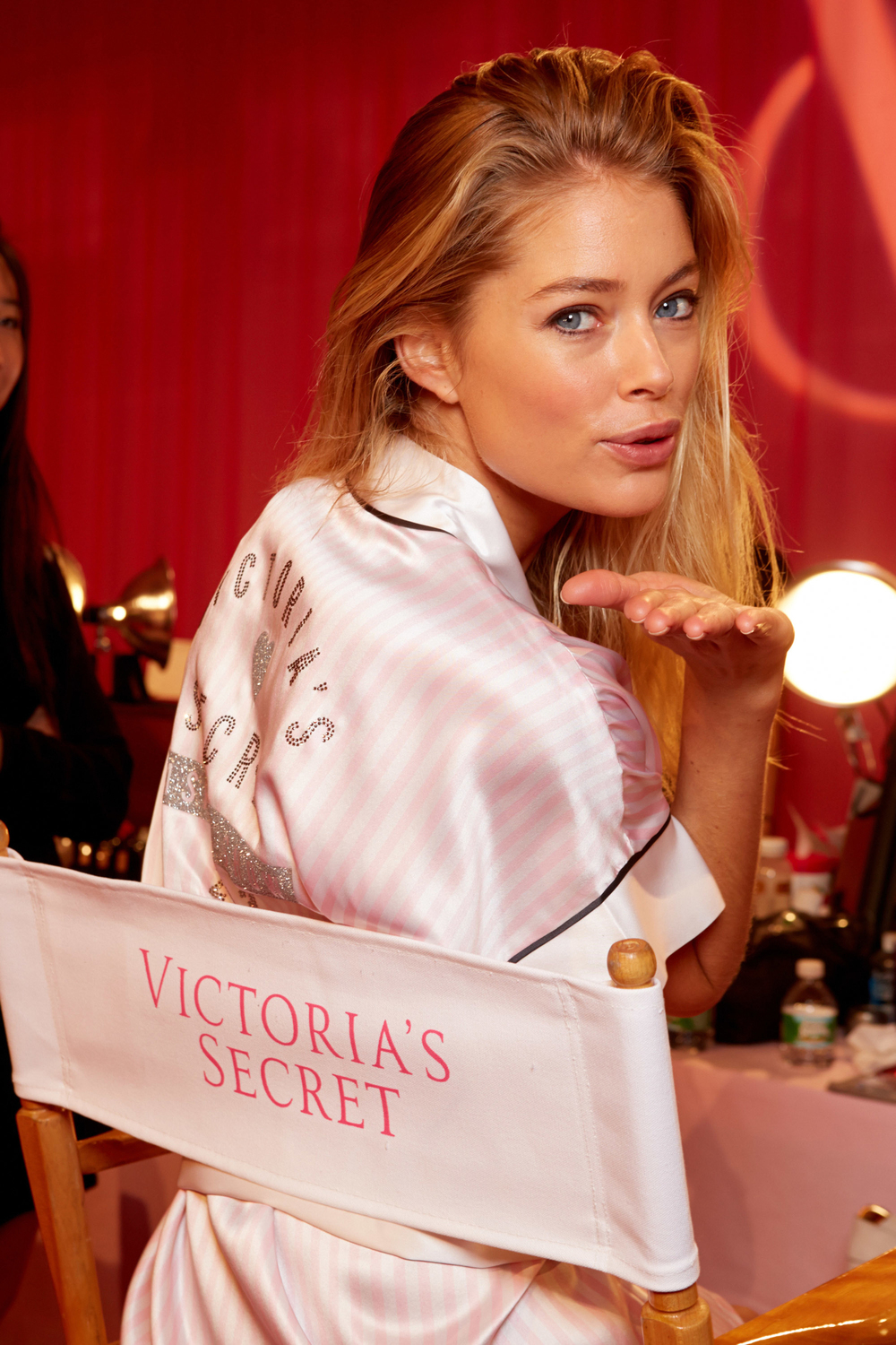 vic006com-fashion-show-media-kit-2013-doutzen-hair-makeup-backstage-victorias-secret-hi-res.jpg