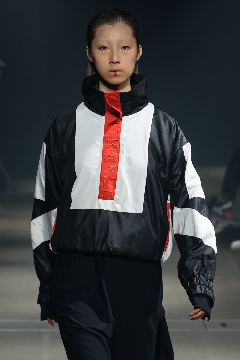 Street styled - There was a toughness within the street-sport inspired looks at the Paradox Spring 2018 runway show that gave the whole collection an appealing anti-establishment feel. It was aggressive, yet still comfortable, and relaxed but still very well designed. The styling of the looks added a global feel that brought the whole thing a fresh and modern element.
