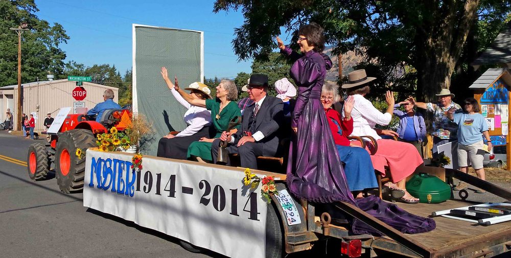 Mosier parade old timers.jpg