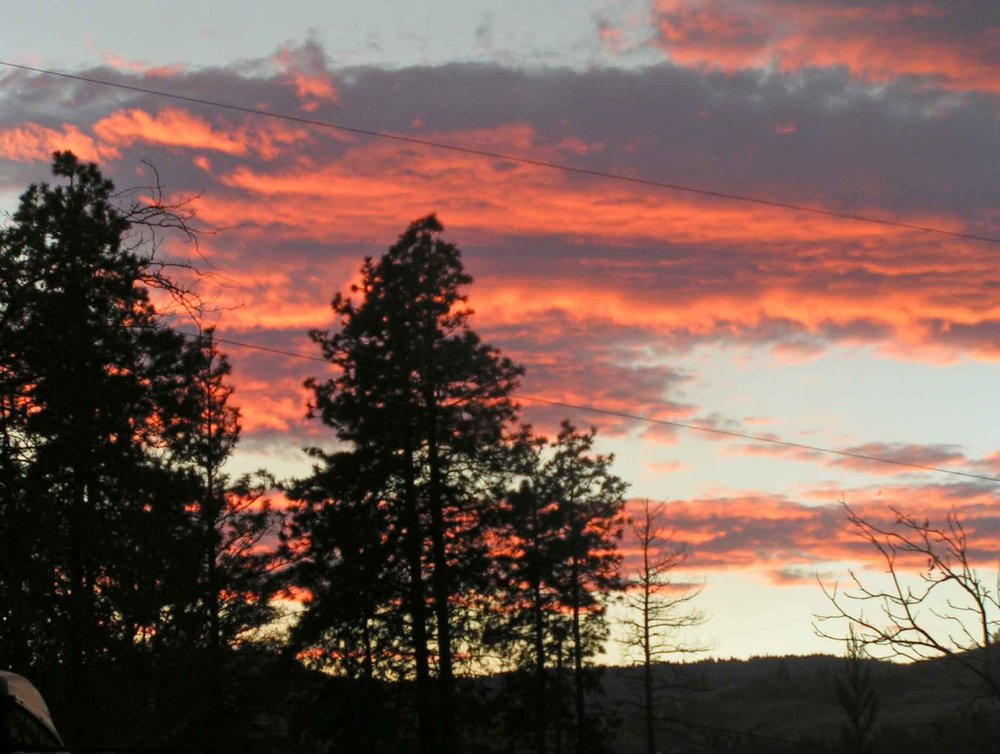 Fall brings killer sunsets to our Gorge front yard.                           Photo: (c) Barb Ayers DogDiary.org