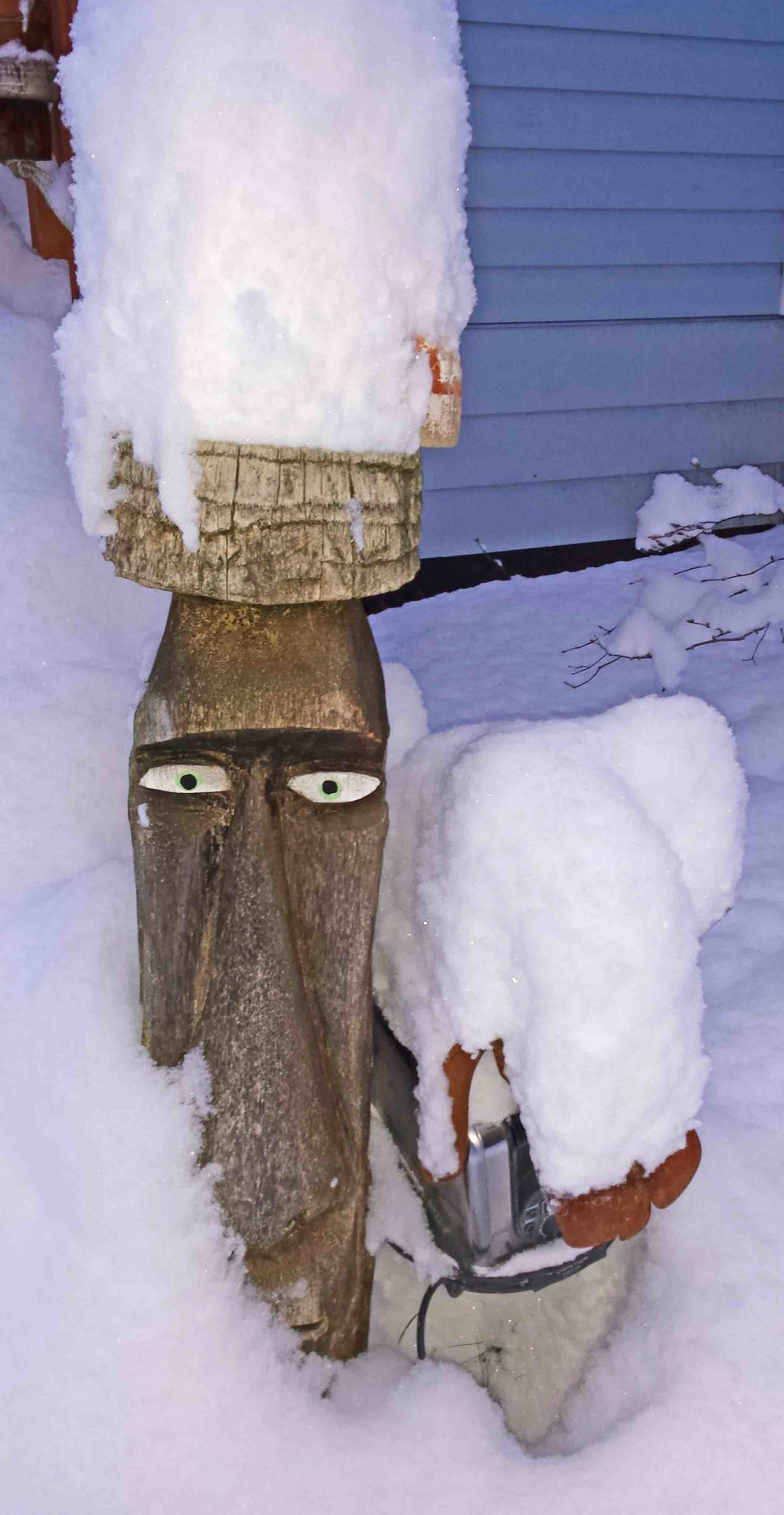 Tiki man and recycled toaster dog seemed a little glum.                       Photo: (c) Barb Ayers, DogDiary.org