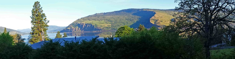 Syncline cliffs over Lady Columbia- our front yard.         Photo:(c) Barb Ayers, DogDiary.org