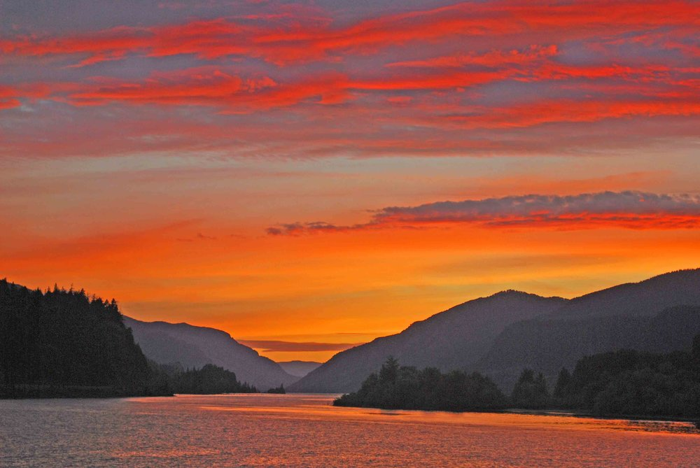 Sunset, sunrise - magic of in the Columbia River Gorge.          Photo: (c) Barb Ayers, DogDiary.org