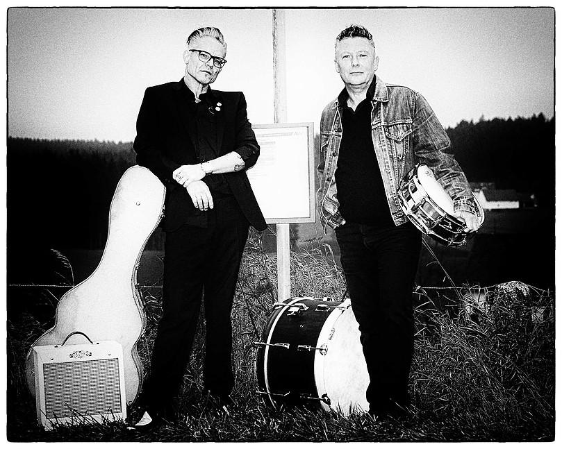 25.10.17 - F&B - Busstop Rockers.jpg