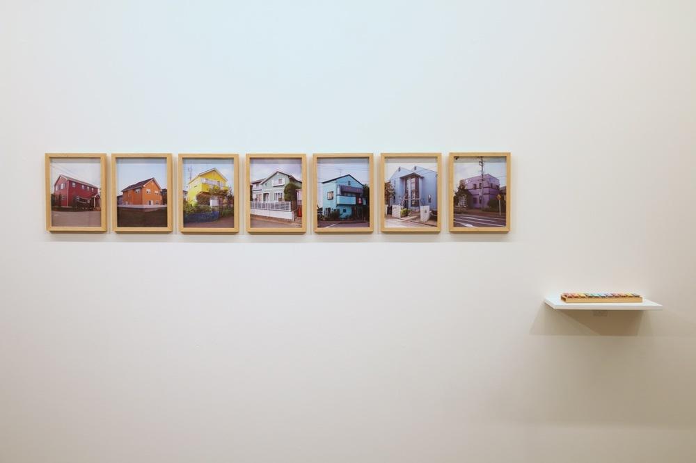 Colour Scale  2010 7 colour photographs (28 x 21 cm each) and 1 spray-painted glockenspiel (28 x 10 cm)