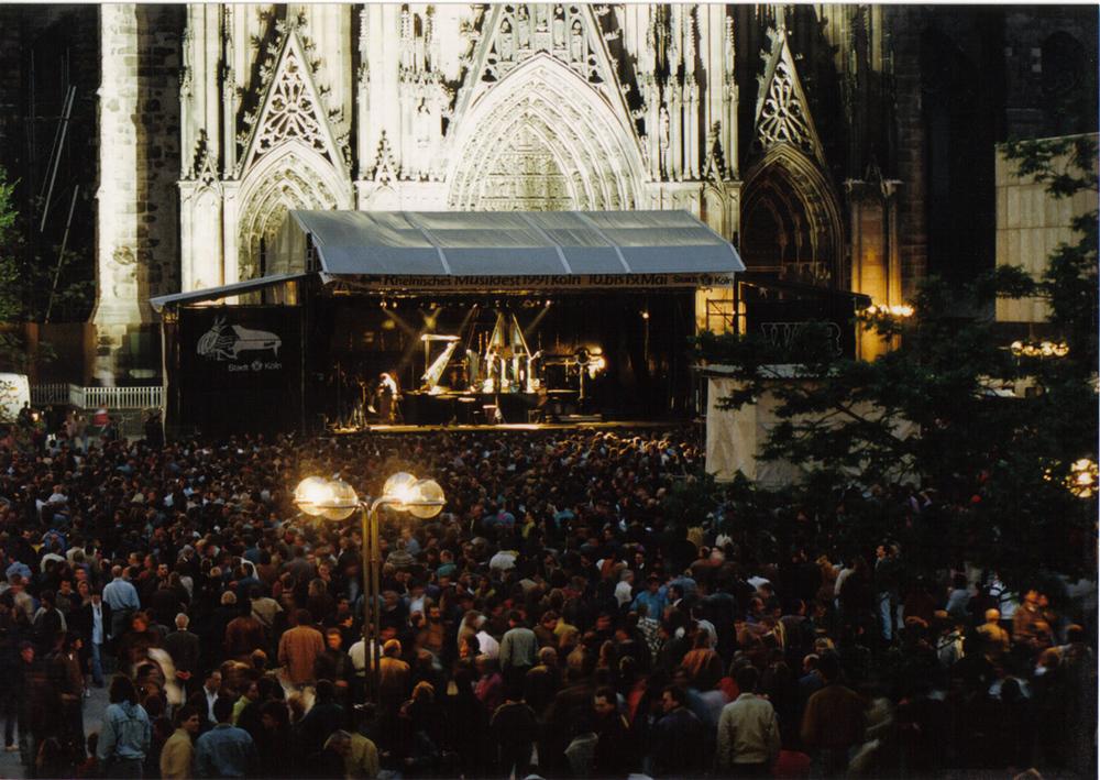 ...mit dem Blue Chip Orchestra vor dem Kölner Dom