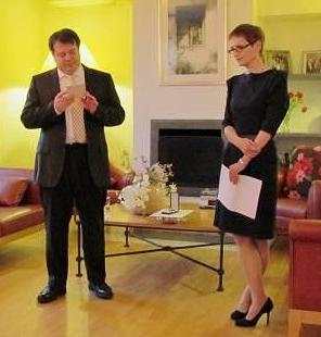 Pierre-François Mourier, francoski veleposlanik v Sloveniji je 18. 3. 2014 z odlikovanjem vitez reda umetnosti in leposlovja odlikoval Jelico Šumič Riha, specialistko za pravno, politično in sodobno filozofijo ter etiko.