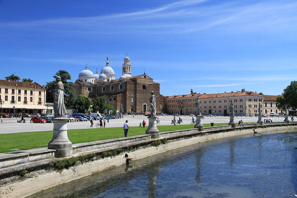 Prato_della_Valle_in_Padua.JPG