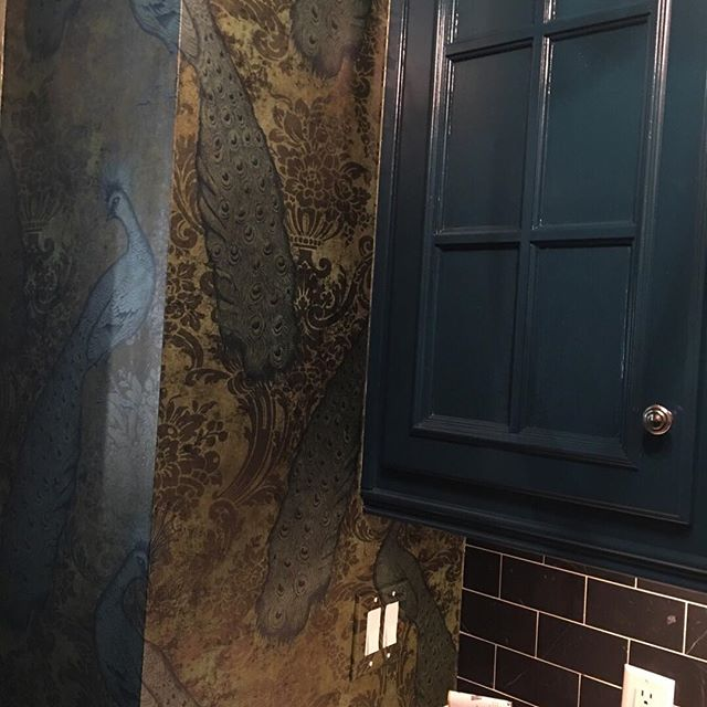 Doesn't get much more glamorous than peacocks on gilt brocade! We love using something a bit stronger and punchier in a smaller space, such as this butler's pantry.  @coleandsons #peacocks #brocade Cheers! #gilt #butlerspantry #darkcabinets #hagueblue #glasstile #butlerpantrydesign @amy_fromscratch #LEdesignAtlanta