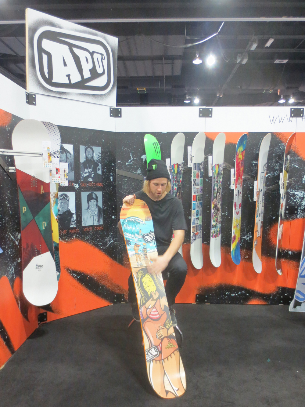 Sage Kotsenburg showing off his new Apo pro model.