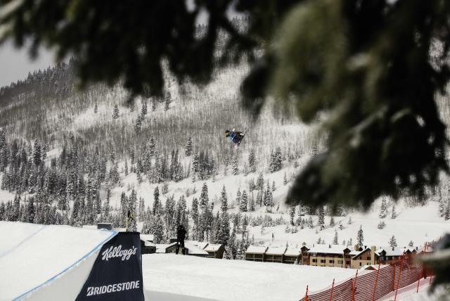 R: Jamie Anderson | P: U.S. Snowboarding