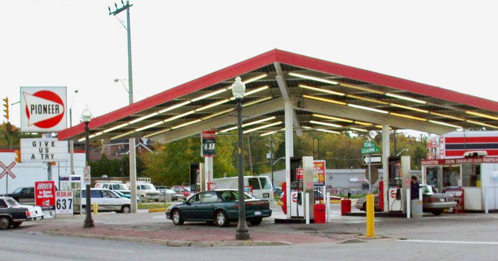ioneer Gas Bar, 281 Colborne St. This distinctive canopy covered the gasoline pumps between 1966 and 2012.  Image courtesy of the Brant Historical Society