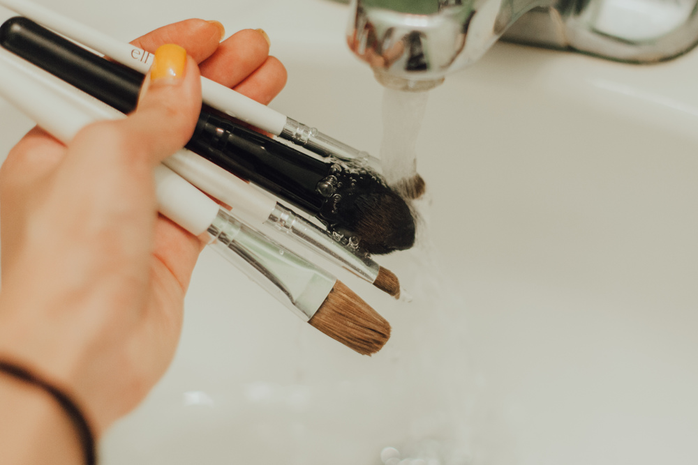 Step 1: Wet make-up brushes completely