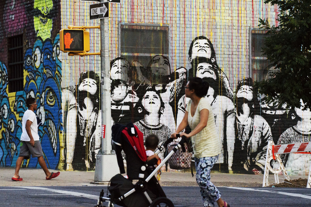 Graffiti painting, Williamsburg  © William Klein