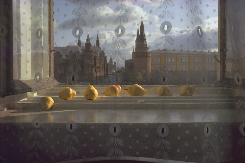 Sam Abell, Moscow, USSR, 1983 Seven pears occupy a Moscow windowsill, catching the light of the afternoon sun.