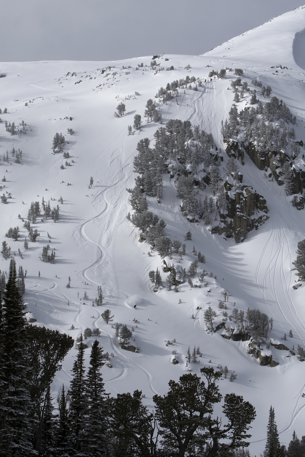 Chutes and beautiful natural terrain features covered in powder!