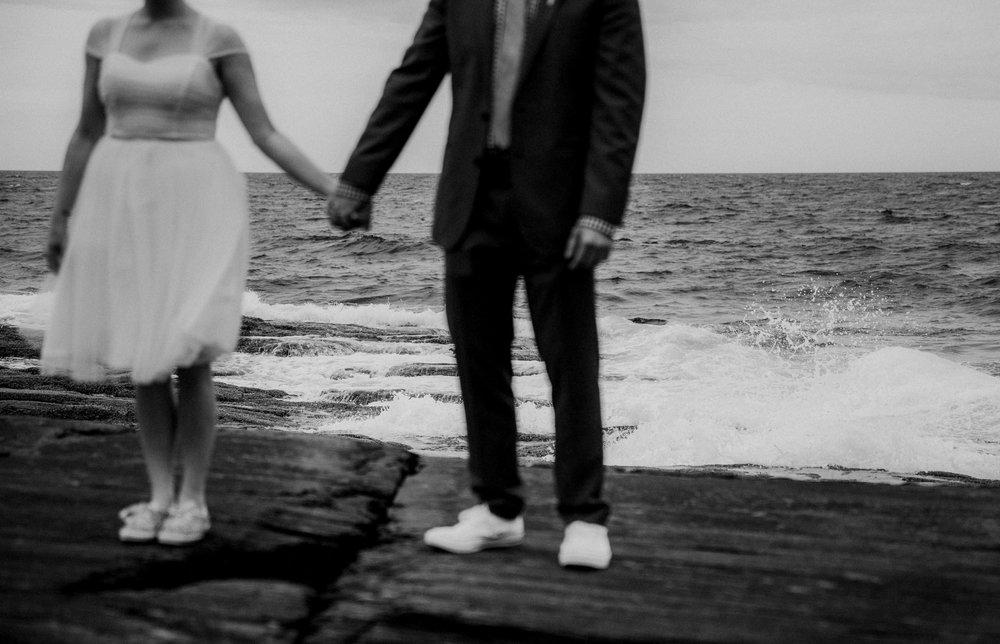 maine_couple_eloping_ocean.jpg