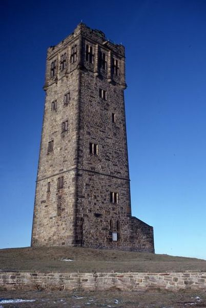 402px-Victoria_Tower_Castle_Hill(RLH).jpg
