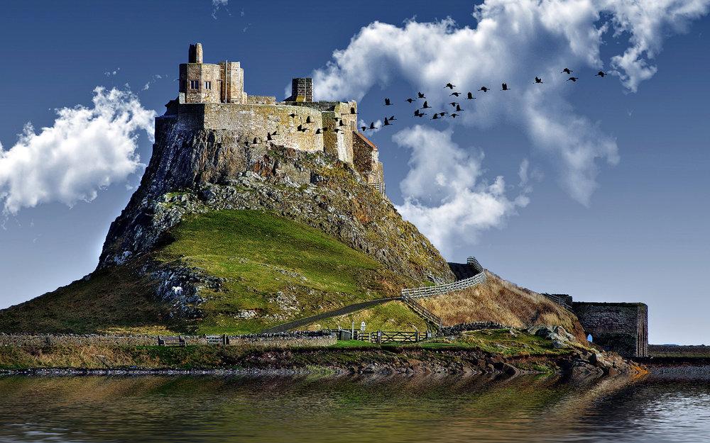 6956019-castle-hill-lake.jpg