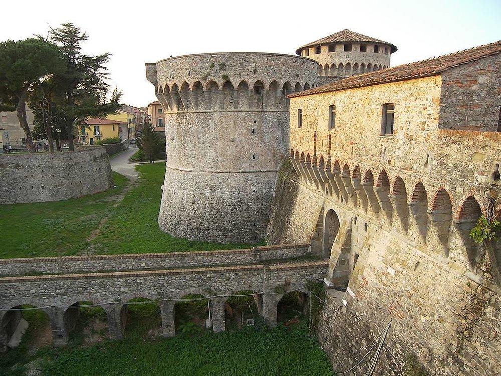 Sarzana-citadel-fort.jpg
