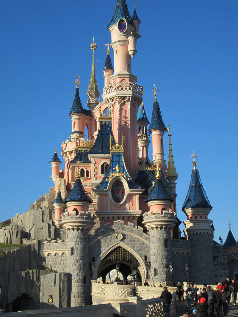 800px-Disney_castle_paris.JPG