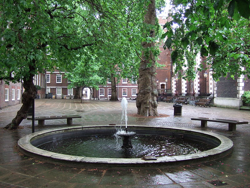 800px-Fountain_Court_London.jpg