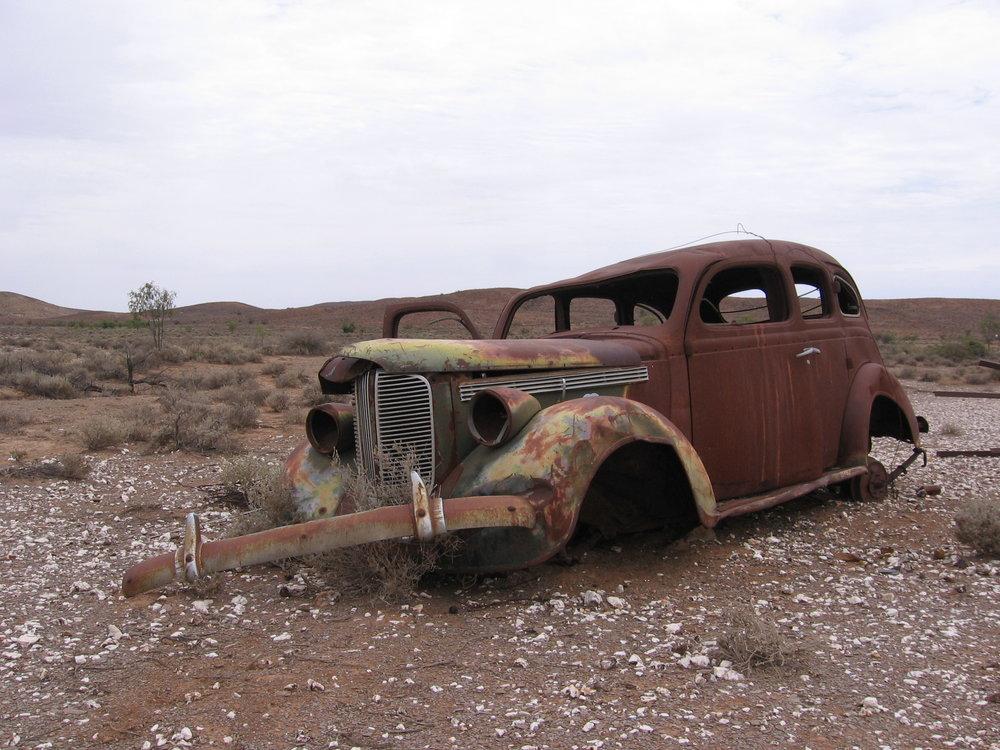 Rusted_car,_Strezlecki_Track.jpg