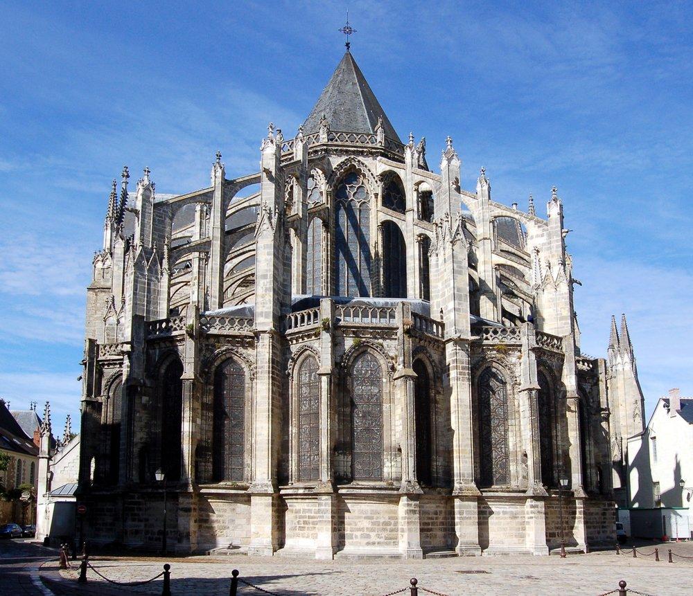Kathedrale_von_Tours_(Chor).jpg