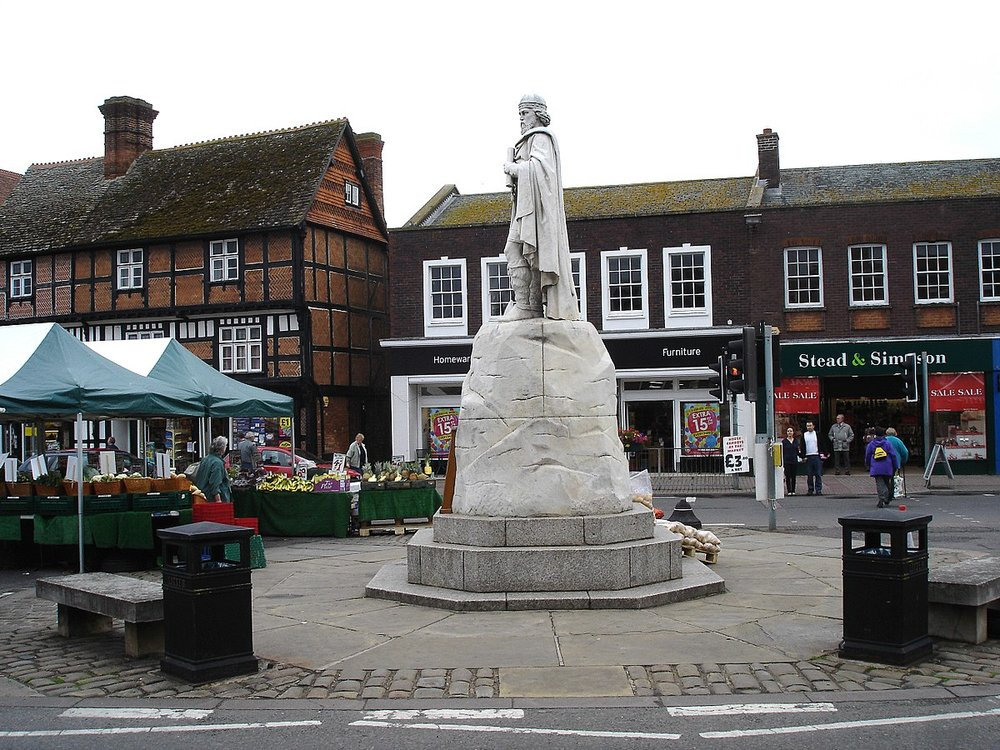1200px-Wantage_Market_Place.jpg