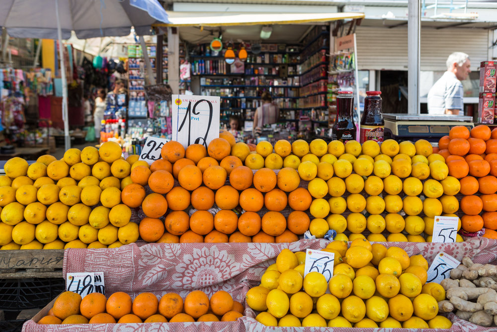 Chisinau_market.jpg