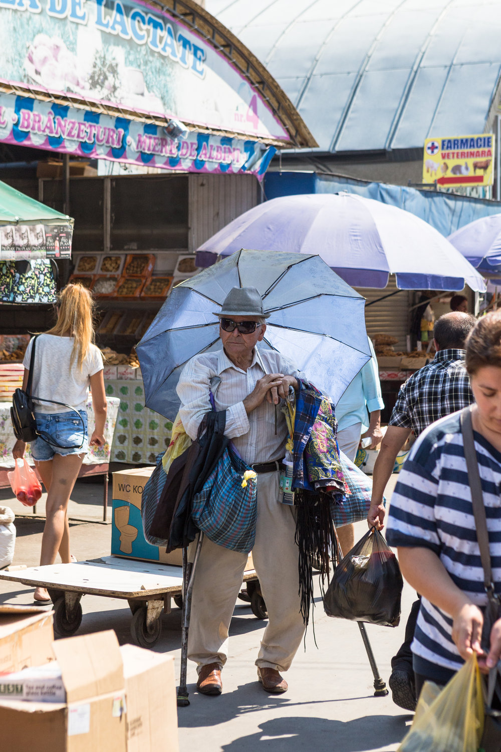 Chisinau_market_a man with umbrella.jpg