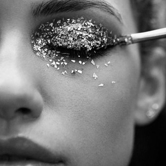 ⭐️#blacklisted #glitter #makeup #newyearsparty #gettingready #champagne #parties #friends #love #2015
