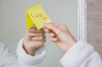 i-love-you-note-mirror-woman-sticking-word-sticky-67542541.jpg