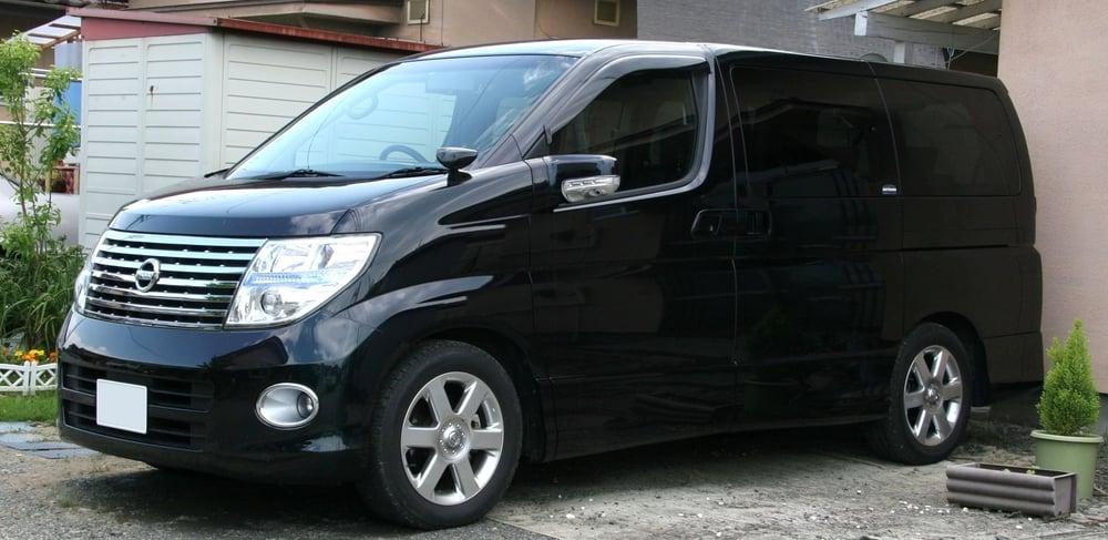 Luxury Elgrand 7 Seater in Black