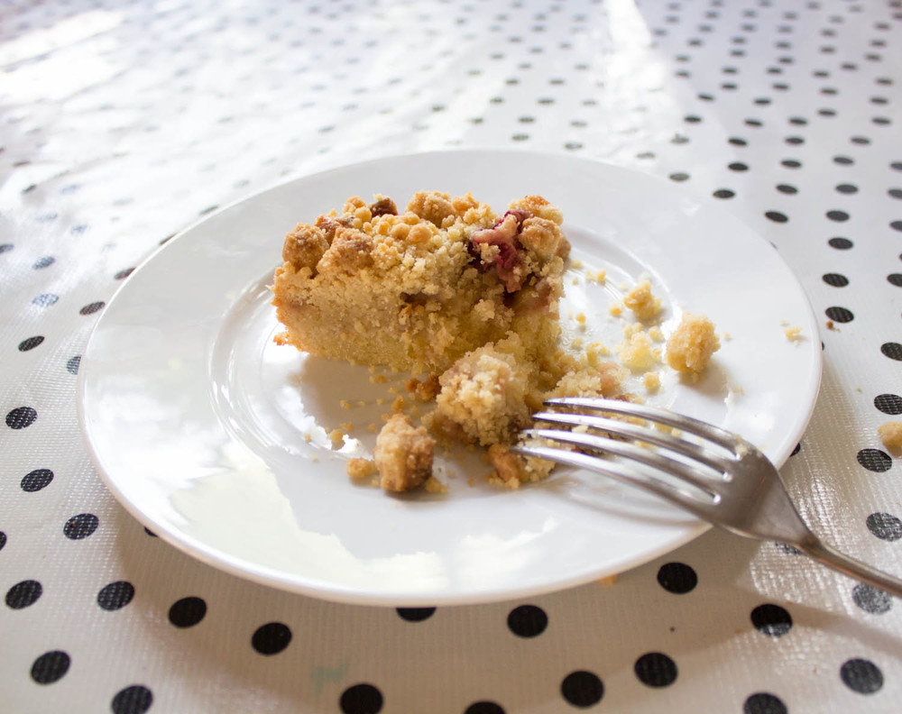 Rhubarb and Strawberry crumble cake