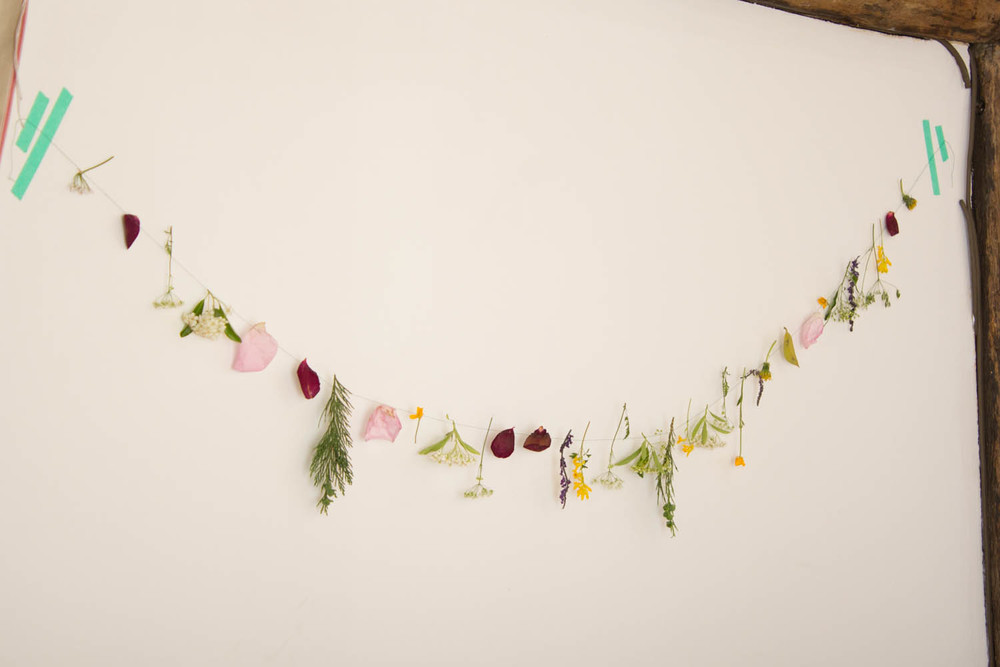 Welcome summer floral garland with children
