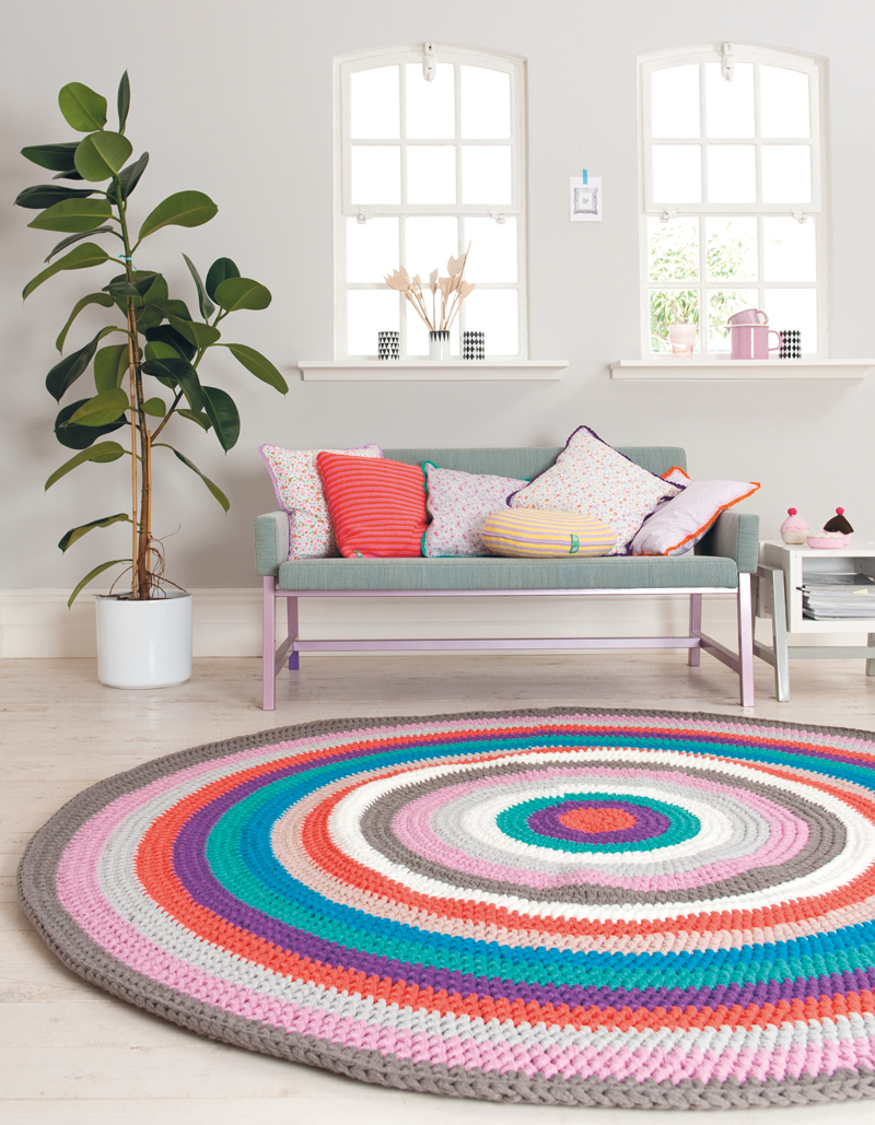 Giant crochet rug pattern _ Lets Crochet Again _ Mollie Makes 51.jpg
