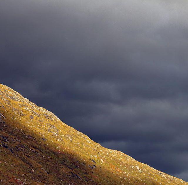 Storm brewing . . . #scotland #highland #glencoe #storm #walk #minimalism