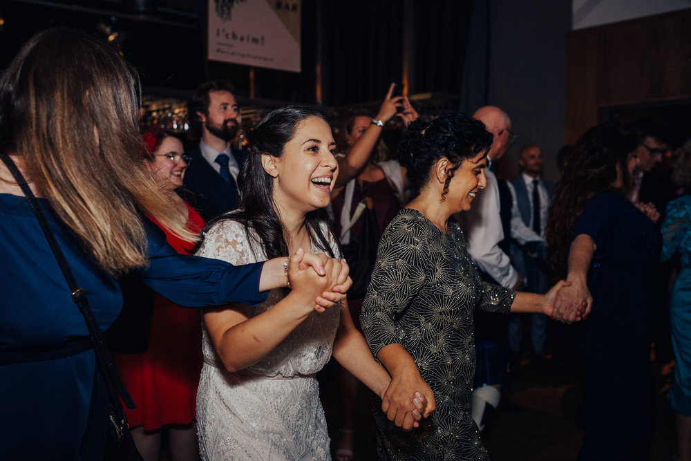 ALTERNATIVE_JEWISH_WEDDING_WEST_ON_THE_GREEN_GLASGOW_166.jpg